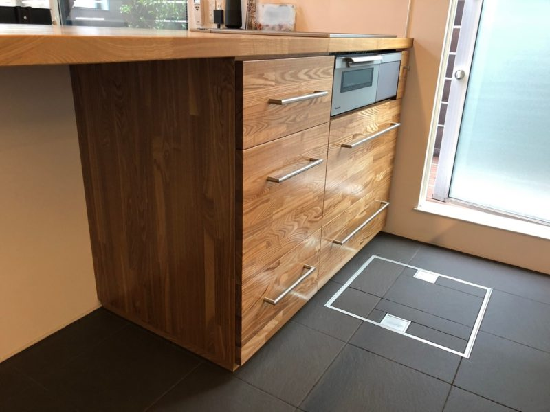 コの字キッチンに造作収納を施工しました!